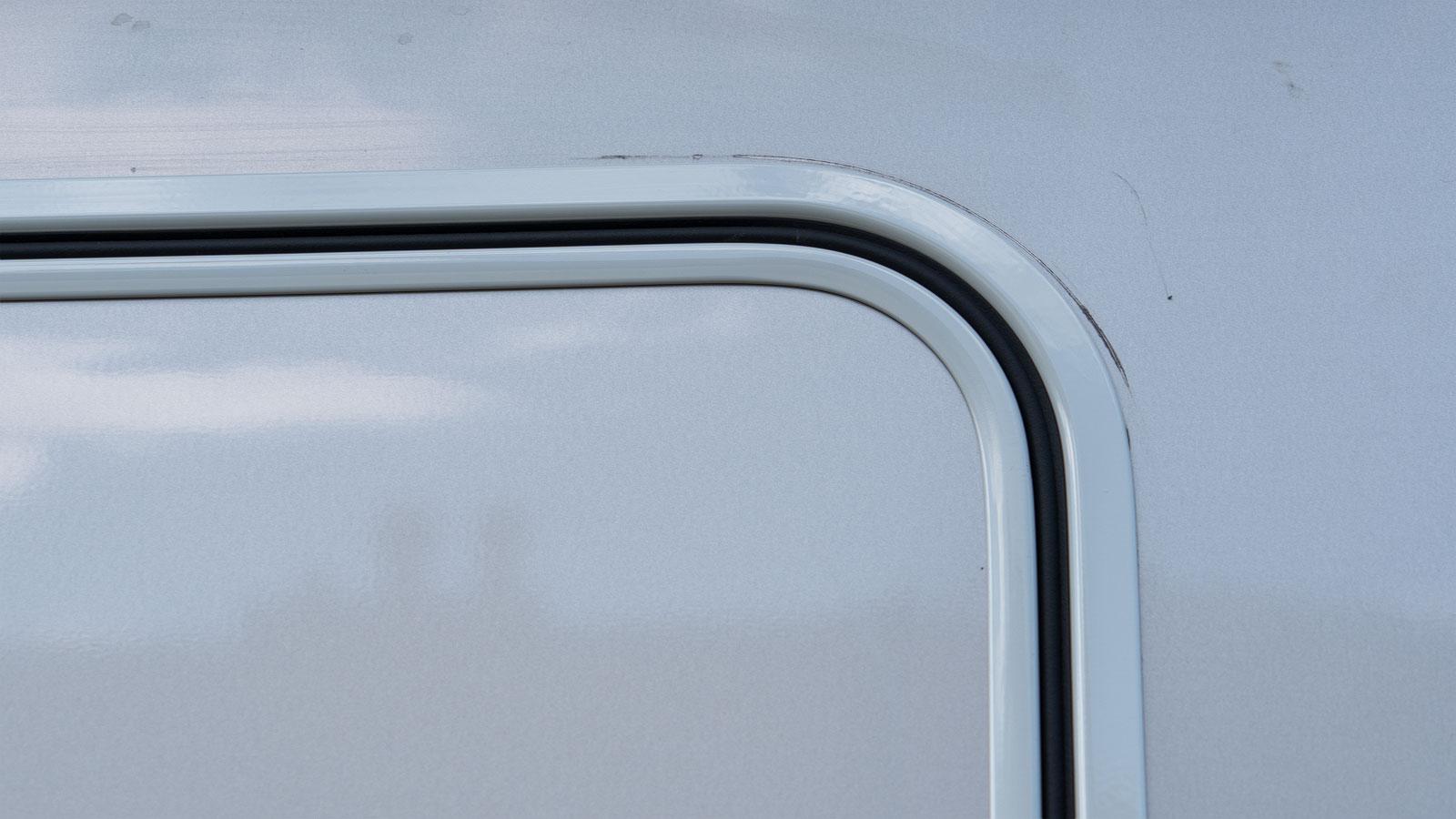 Neue Aufbautür mit Fenster